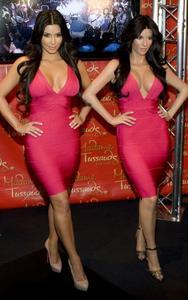 [IMG]http://img181.imagevenue.com/loc10/th_27809_kim_kardashian_wax_figure_madame_tussauds_070110_4_492x787_122_10lo.jpg[/IMG]