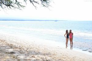 http://img181.imagevenue.com/loc148/th_557411927_Mary_and_Aubrey_Hawaii_II_Beach_Bunnies_2_123_148lo.jpg