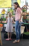 Jennifer Garner @ Farmer's Market in Brentwood | September 16 | 7 pics [nice ass crack]