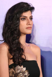 th 524480560 sapna pabbi 10 122 16lo.jpg