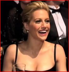 Brittany Murphy's cleavage saluting Sir Sean Connery at the AFI ... 1 non-HD cap from 2006