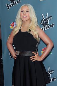 [Fotos+Videos] Christina Aguilera en la Premier de la 4ta Temporada de The Voice 2013 - Página 4 Th_985864581_Christina_Aguilera_31_122_246lo