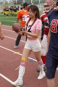 SNSD biểu diễn trên sân vận động cổ vũ cho trấn đấu bóng giải vô địch Th_01522_27_122_437lo