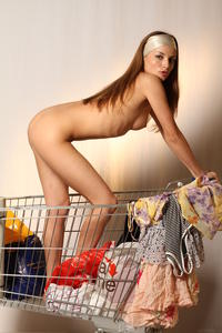 http://img181.imagevenue.com/loc458/th_000178883_tduid300163_MetArt_Entita_Alyssa_A_high_0097_123_458lo.jpg
