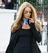 Elle MacPherson doing a school run in London 15-06-2011