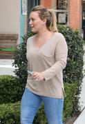 http://img181.imagevenue.com/loc564/th_984028277_Hilary_Duff_shops_for_new_furniture3_122_564lo.jpg