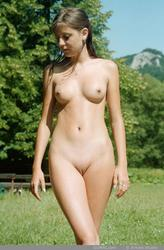 http://img181.imagevenue.com/loc93/th_471193752_P_002_123_93lo.jpg